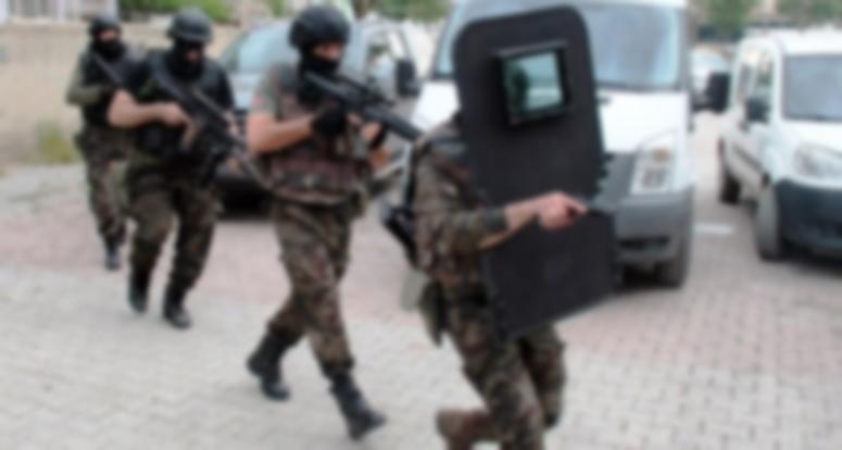 Mardin merkezli 5 ilde PKK'ya operasyon; 1'i öğretmen 10 şüpheli yakalandı