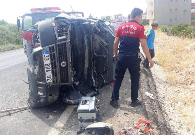 Direksiyon hakimiyetini kaybeden otomobil takla attı: 6 yaralı
