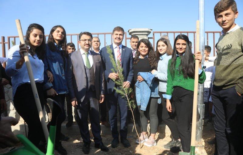 Kızıltepe'de 12 bin 500 Fidan Toprakla Buluştu