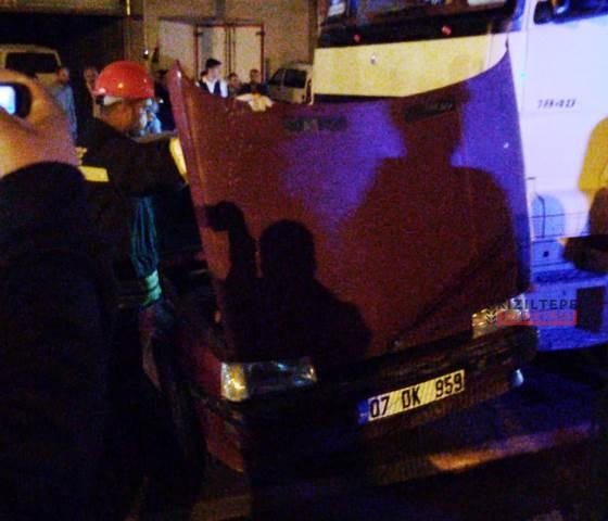 Kızıltepe'de otomobil ile TIR çarpıştı: 1 yaralı
