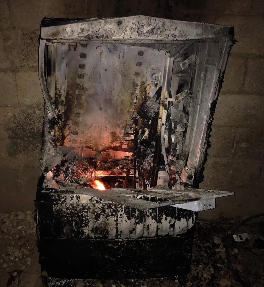 Kaçak elektriği önlemek için kurulan panoyu ateşe verdiler
