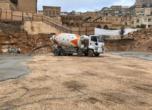 Cumhuriyet Meydanı projesinde ilk beton döküldü