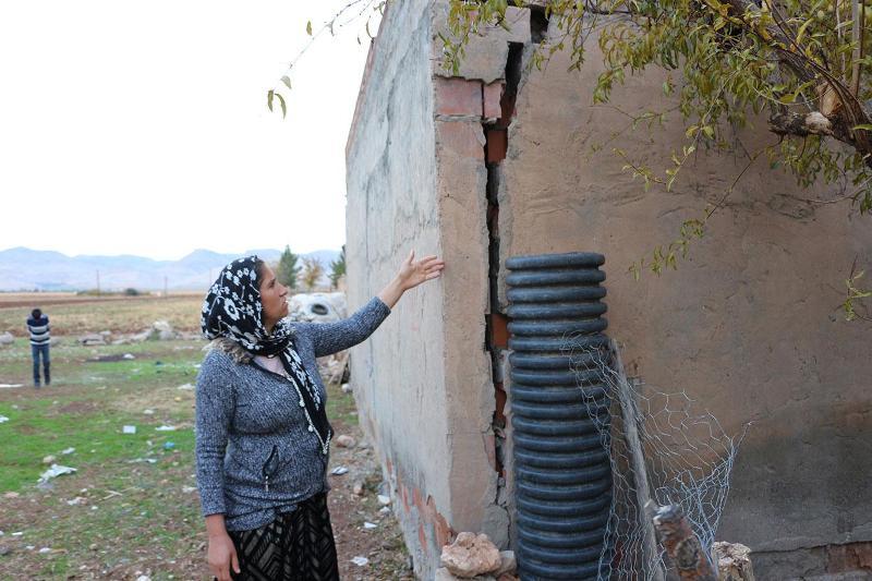 Kızıltepe'de evi çökme tehlikesi altında bulunan aile yardım bekliyor