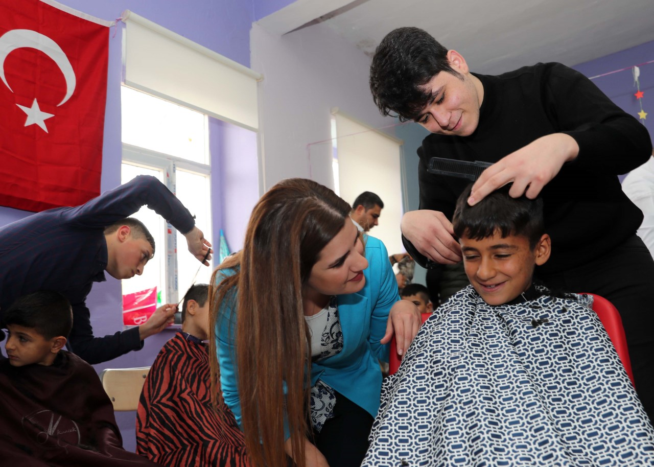 Mardin'de öğrencilere kuaför hizmeti
