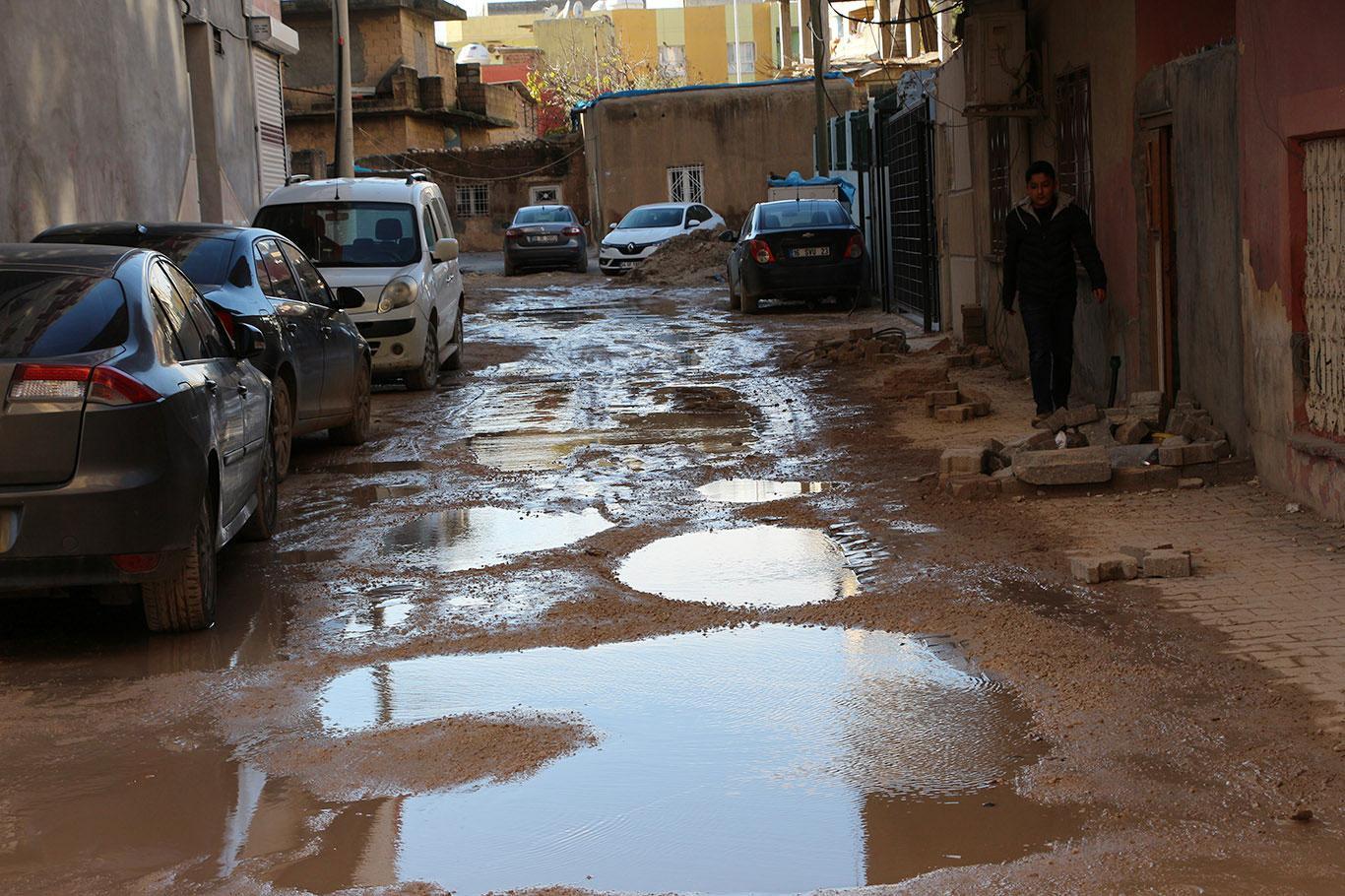 Yollar çukurdan ve çamurdan geçilmiyor