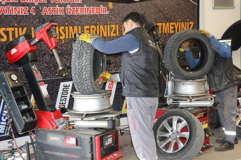 """Kızıltepe'de Lastikçilerde """"kış lastiği"""" yoğunluğu"""