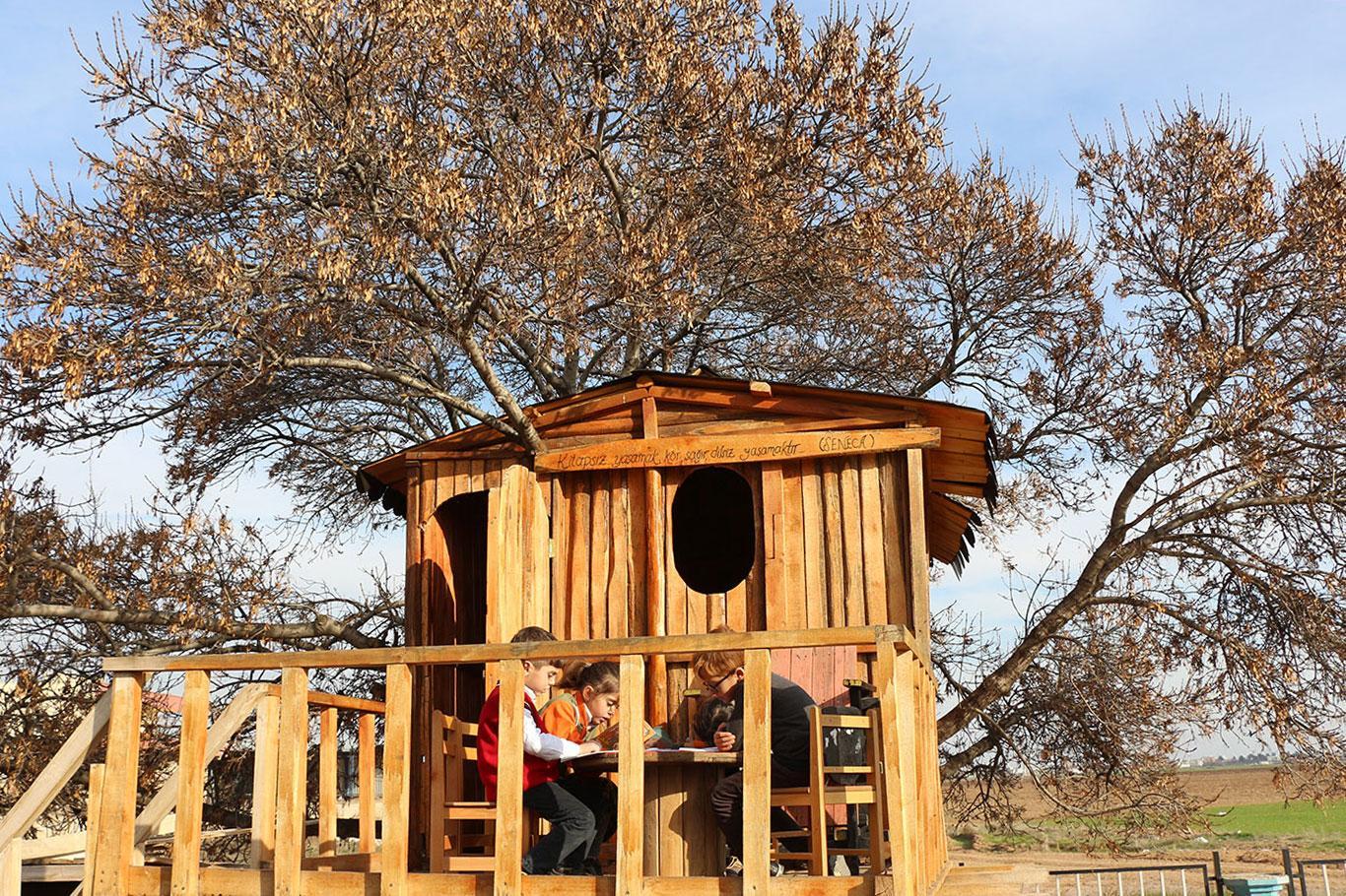Öğretmenler ağaç ev yaptı, öğrencilerin devamsızlık problemi kalmadı