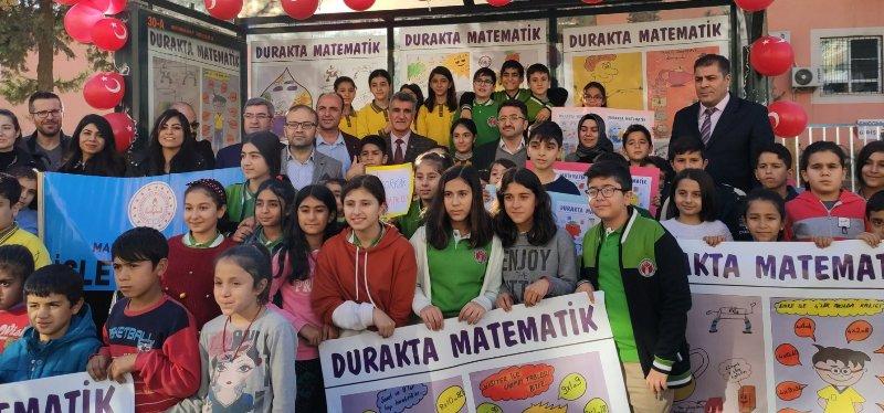 Kızıltepe'de otobüs duraklarına matematiği sevdirecek afişler asıldı