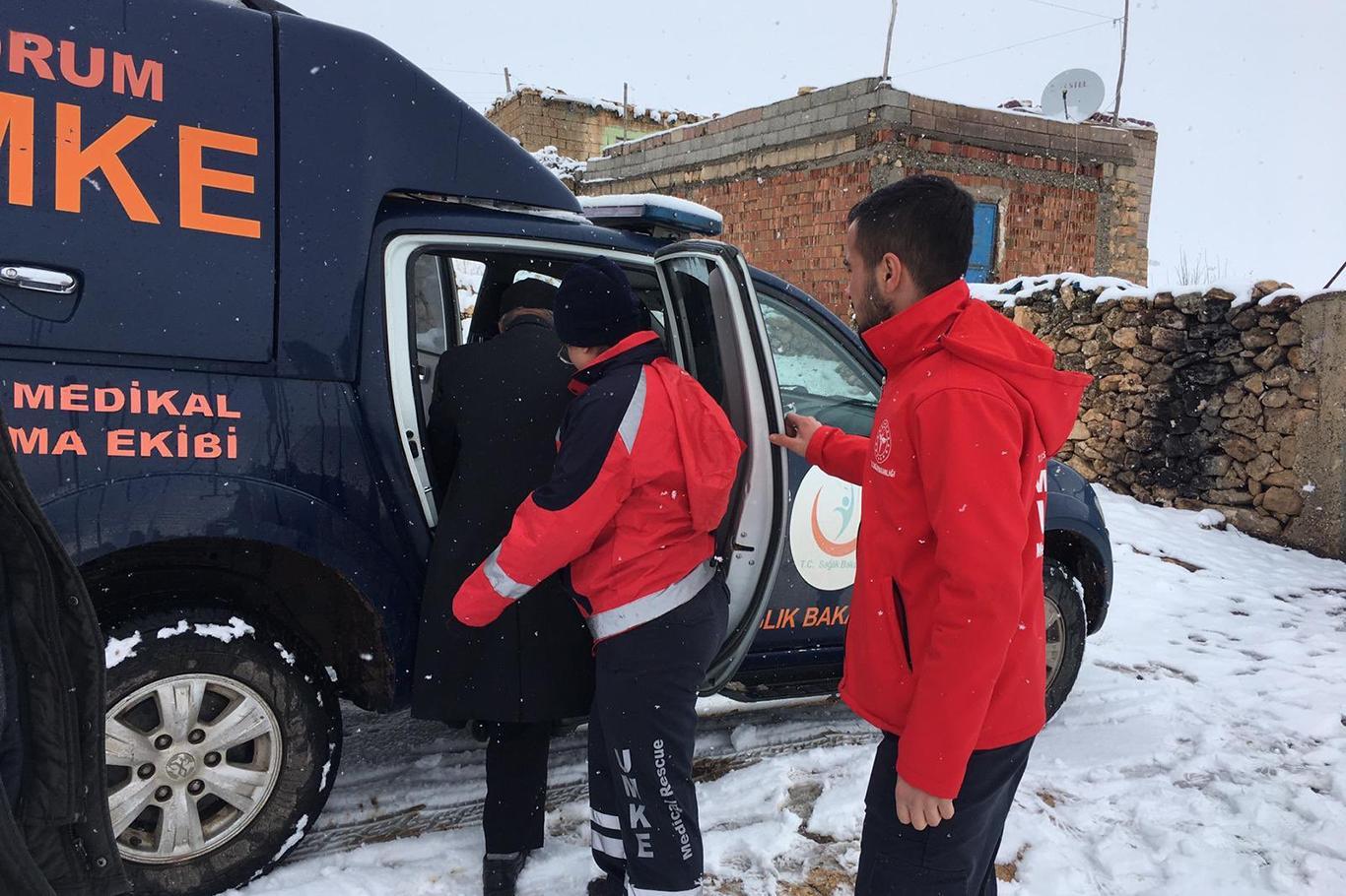 Mardin'de kardan yolları kapanan 25 hasta hastaneye ulaştırıldı