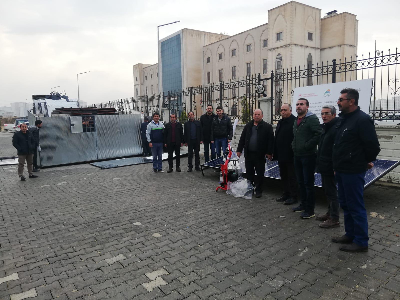 Mardin'de çobanlar güneş panelli barakalarda kalacak