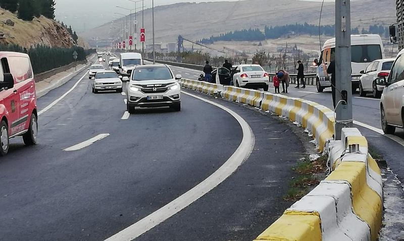Kazada, yol kenarındaki bariyerler olası faciayı önledi