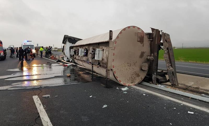 Kaza yapan tanker sürücüsü hayatını kaybetti