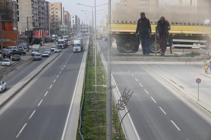 Kızıltepe'de vatandaşın güveni için takılan çitlere zarar verdi, polisten kaçamadı