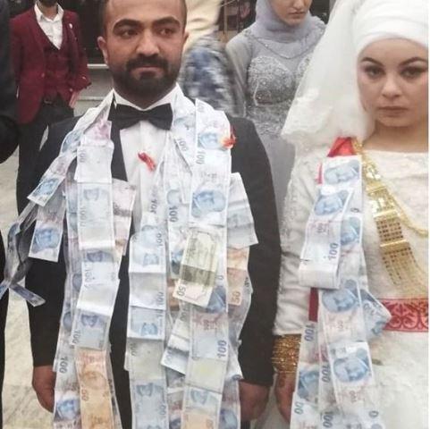 Aşiret Düğününde Damada 100 bin lira takıldı