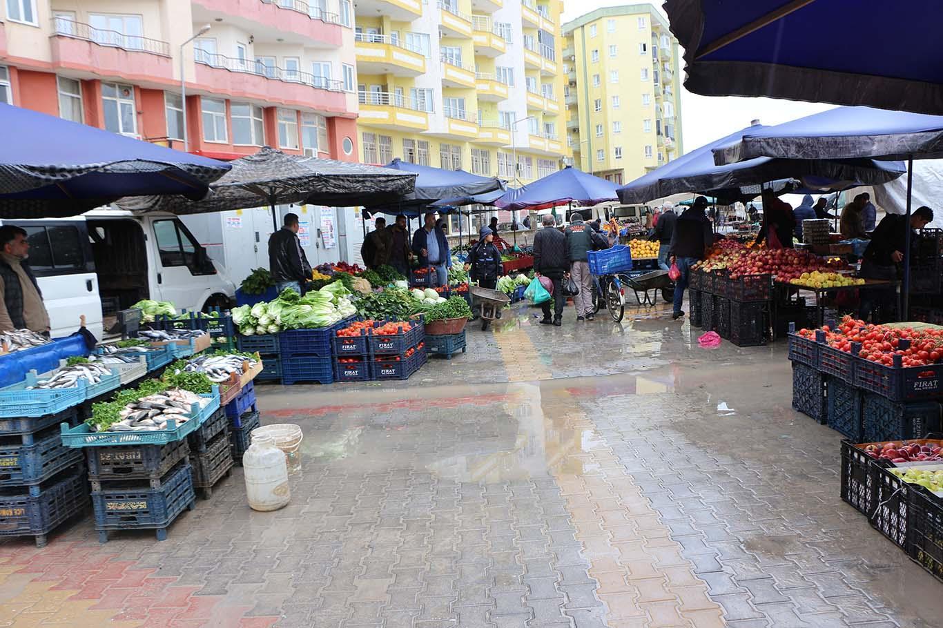 Kızıltepe'de kalabalığa girmek istemeyen vatandaş pazara gitmiyor