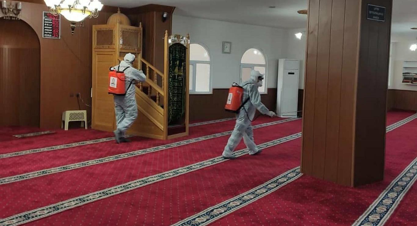 Kızıltepe'de camiler cuma namazı öncesi dezenfekte edildi