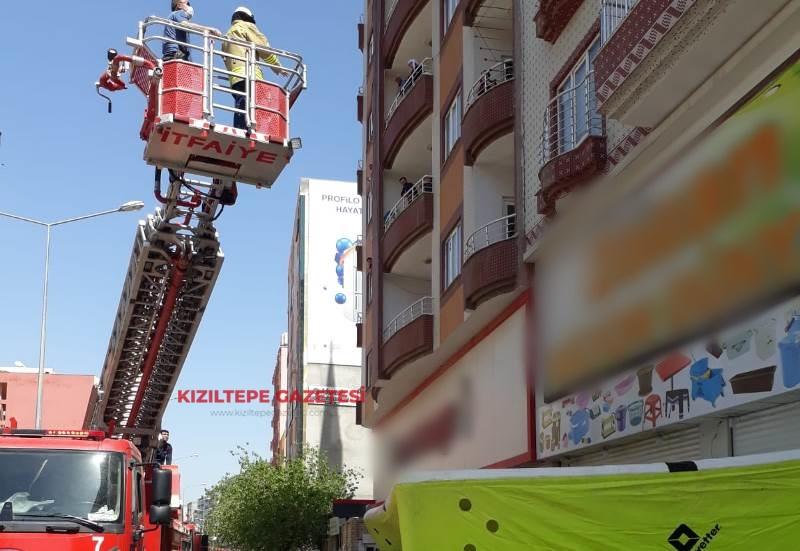Kızıltepe'de intihara kalkışan genci polis ikna etti
