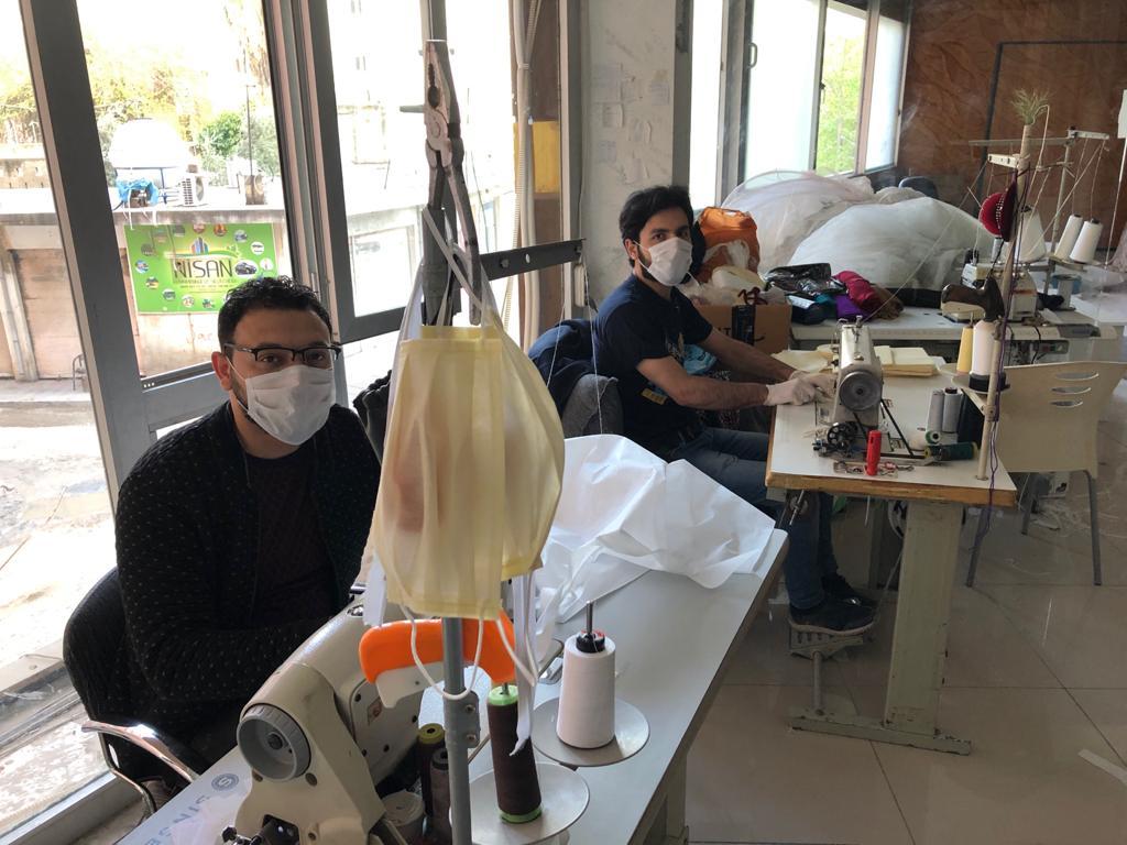 Kızıltepe'de Suriyeli kardeşlerden ücretsiz maske seferberliği