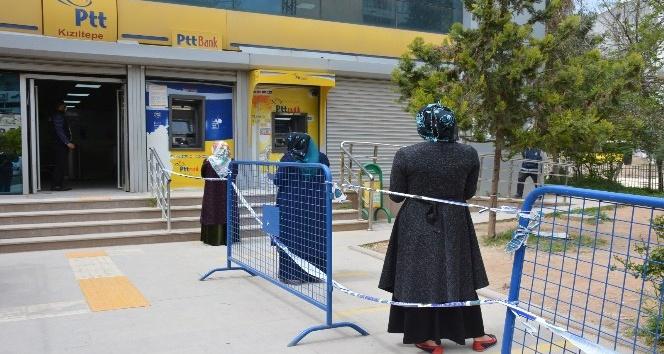 Kızıltepe'de  'sosyal mesafe' çalışmalarını sürüyor