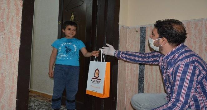 Kızıltepe'de ilkokul öğrencilerine kitap dağıtılmaya başlandı