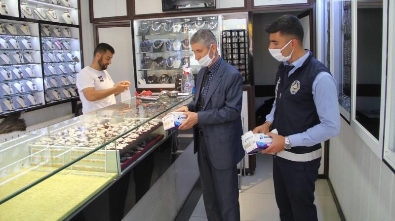 Midyat'ta 80 bin maske dağıtıldı