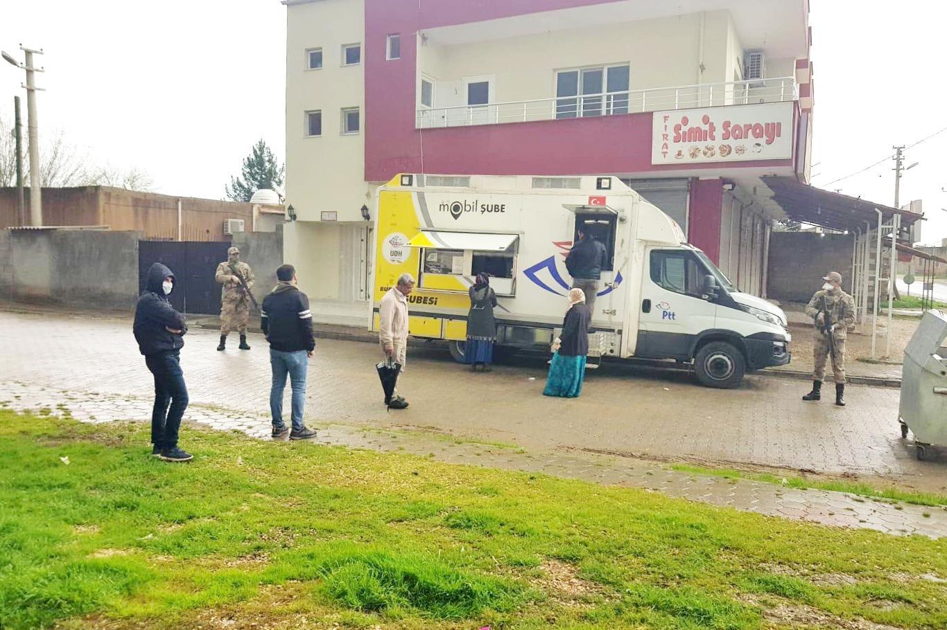 Kırsal mahallelerde PTT mobil aracı hizmet vermeye başladı