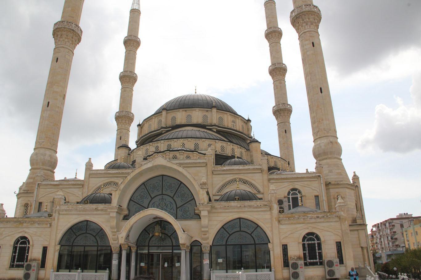 Bayram namazı kılınamayan camilerin minarelerinden tekbirler yükseldi