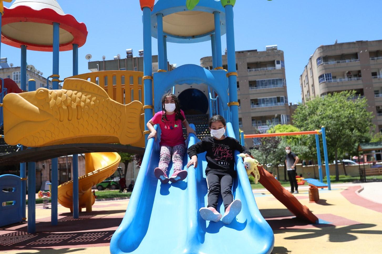 Mardin'de parklar yine çocukların oldu