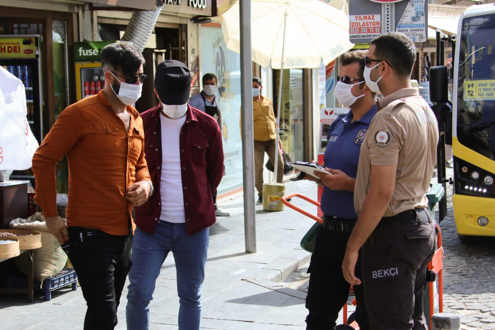 Mardin'de vatandaşlara sosyal mesafe ve maske uyarısı yapıldı