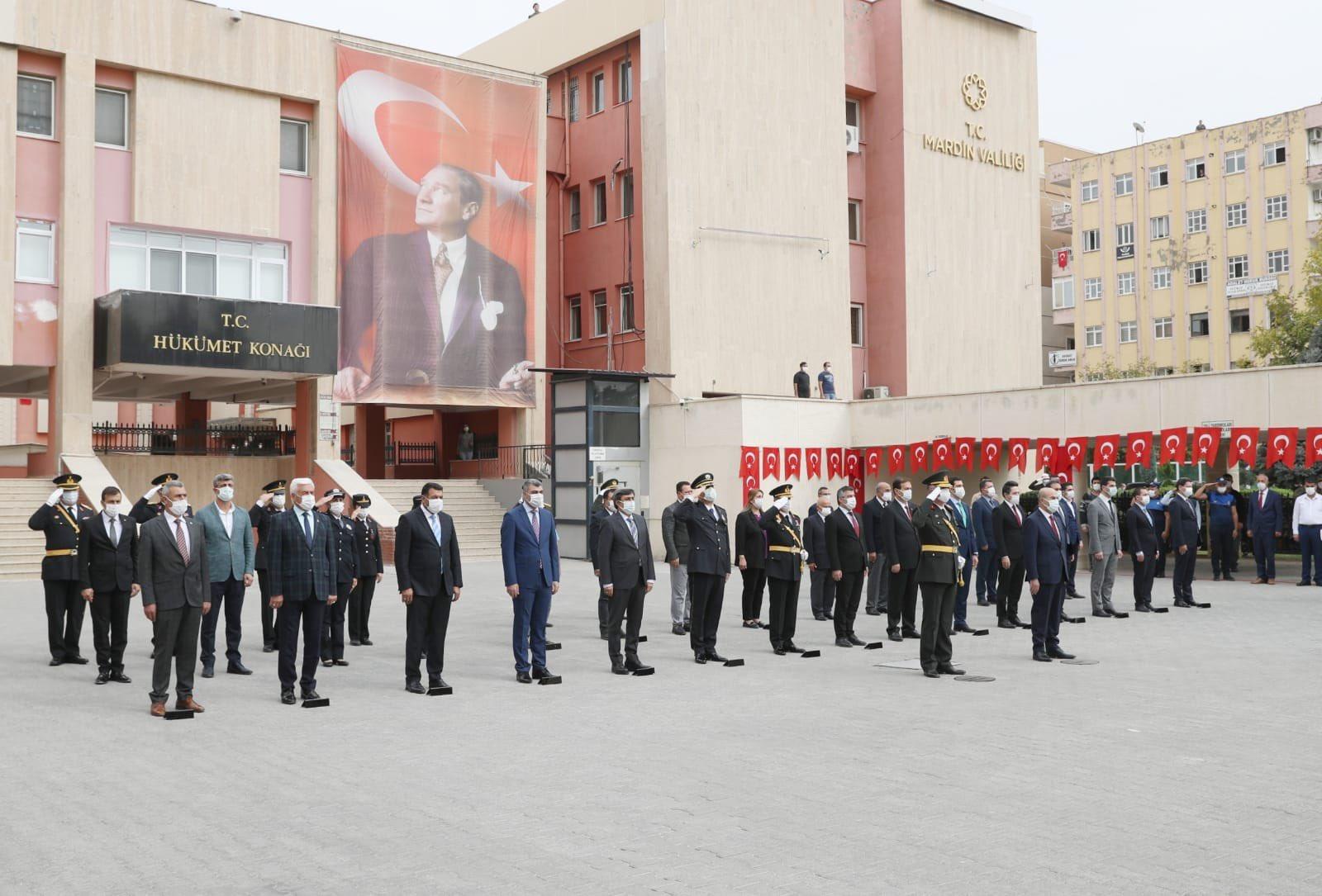 Mardin'de Cumhuriyet Bayramı Kutlamaları Çelenk Sunumuyla Başladı