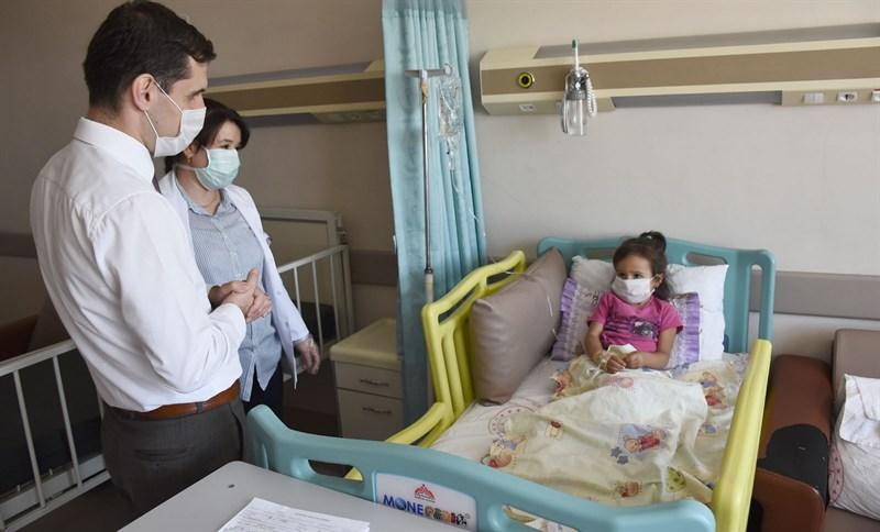Doktorların hastalığını teşhis edemediği Arin'e Kaymakam sahip çıktı