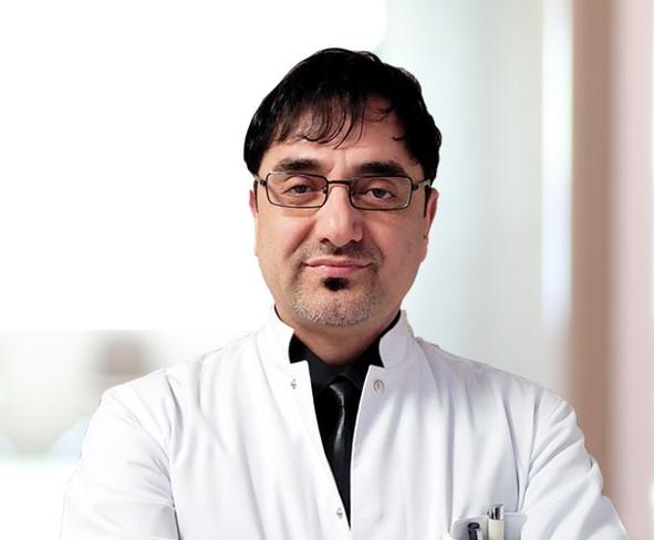 Mardinli doktor 1 ay süren koronavirüs savaşını kaybetti