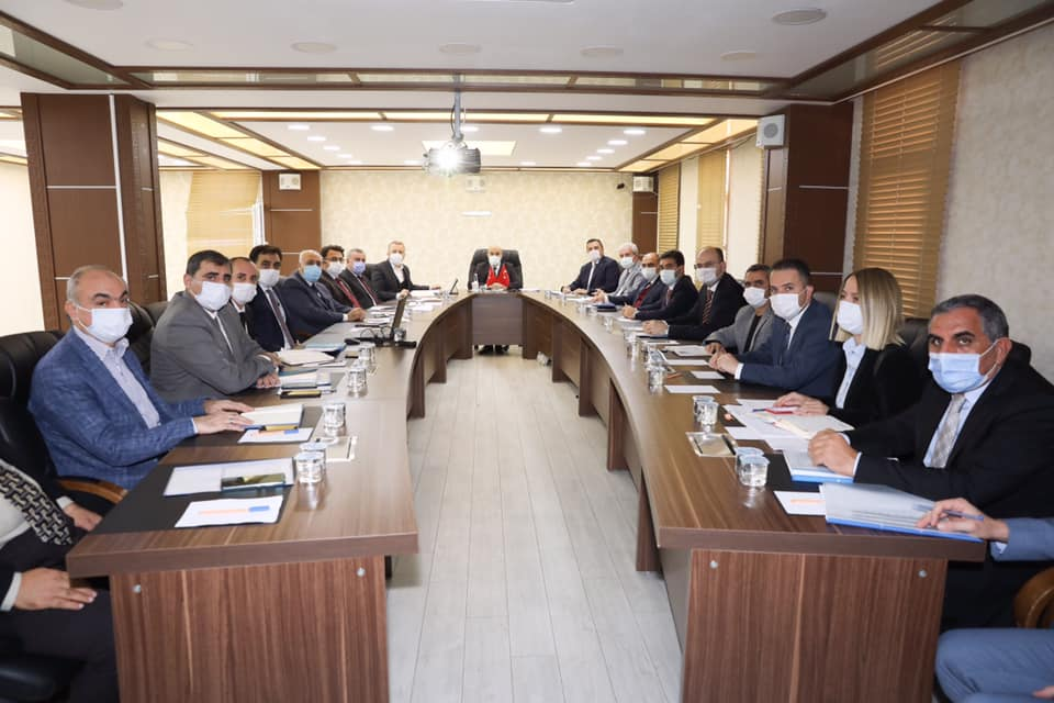 Vali Demirtaş, ilçelerin sorunlarını belediye başkanlarından dinledi