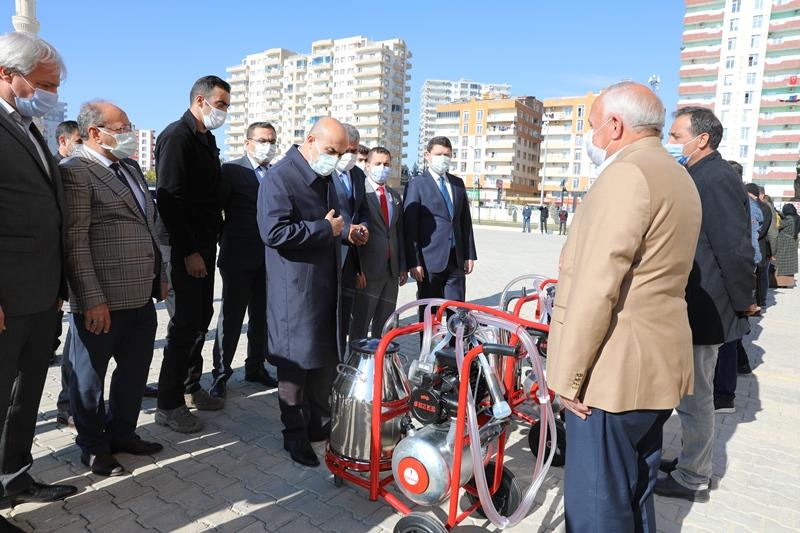 Mardin'de besicilere süt sağım makinesi verildi