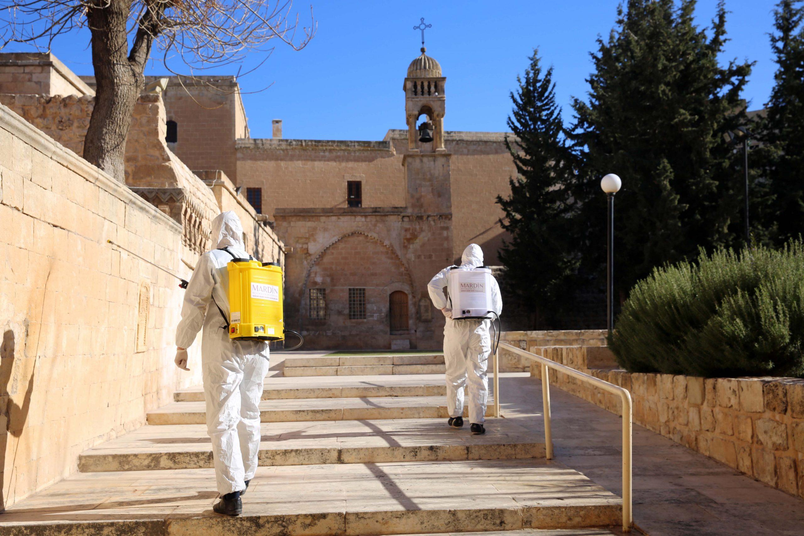 Mardin'de Noel öncesi manastır ve kiliseler dezenfekte edildi