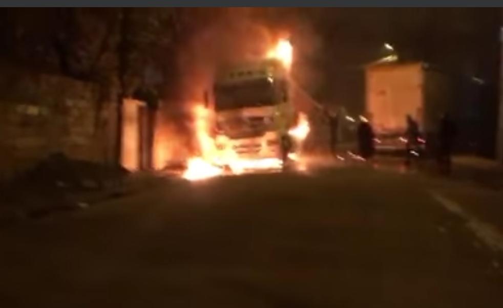 Kızıltepe'de park halindeki tırda çıkan yangın korkuttu