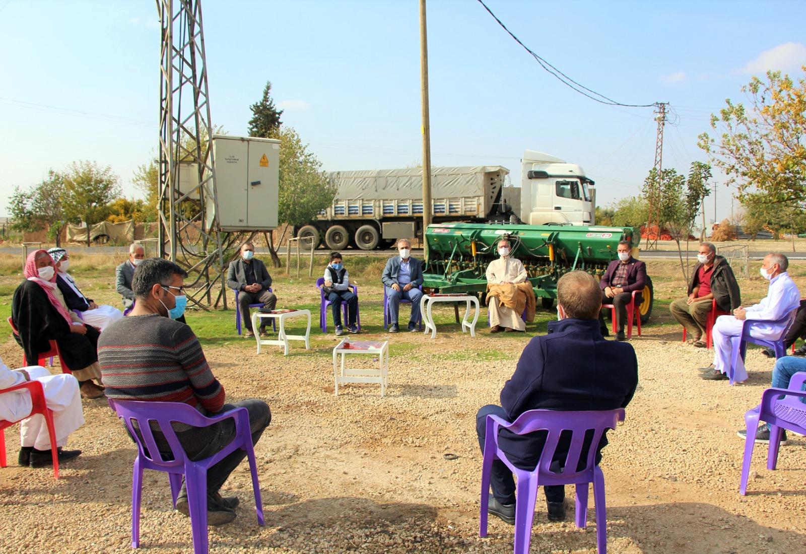 DEDAŞ İl Müdürü muhtar ve çiftçilerle bir araya geldi