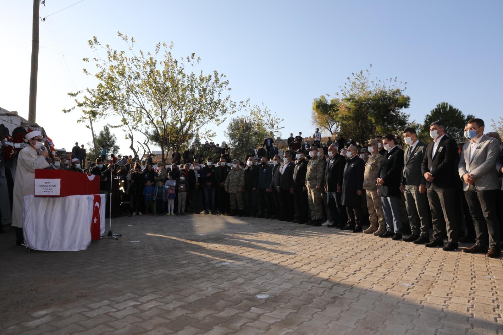Mardin şehidi dualar ve Kürtçe ağıtlarla uğurlandı