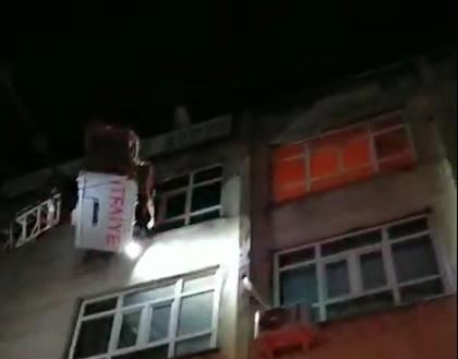 Kızıltepe'de iş hanındaki yangın büyümeden söndürüldü
