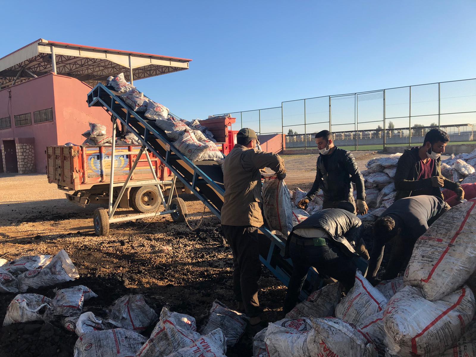 Kızıltepe'de ihtiyaç sahibi 5 bin aileye kömür yardımı