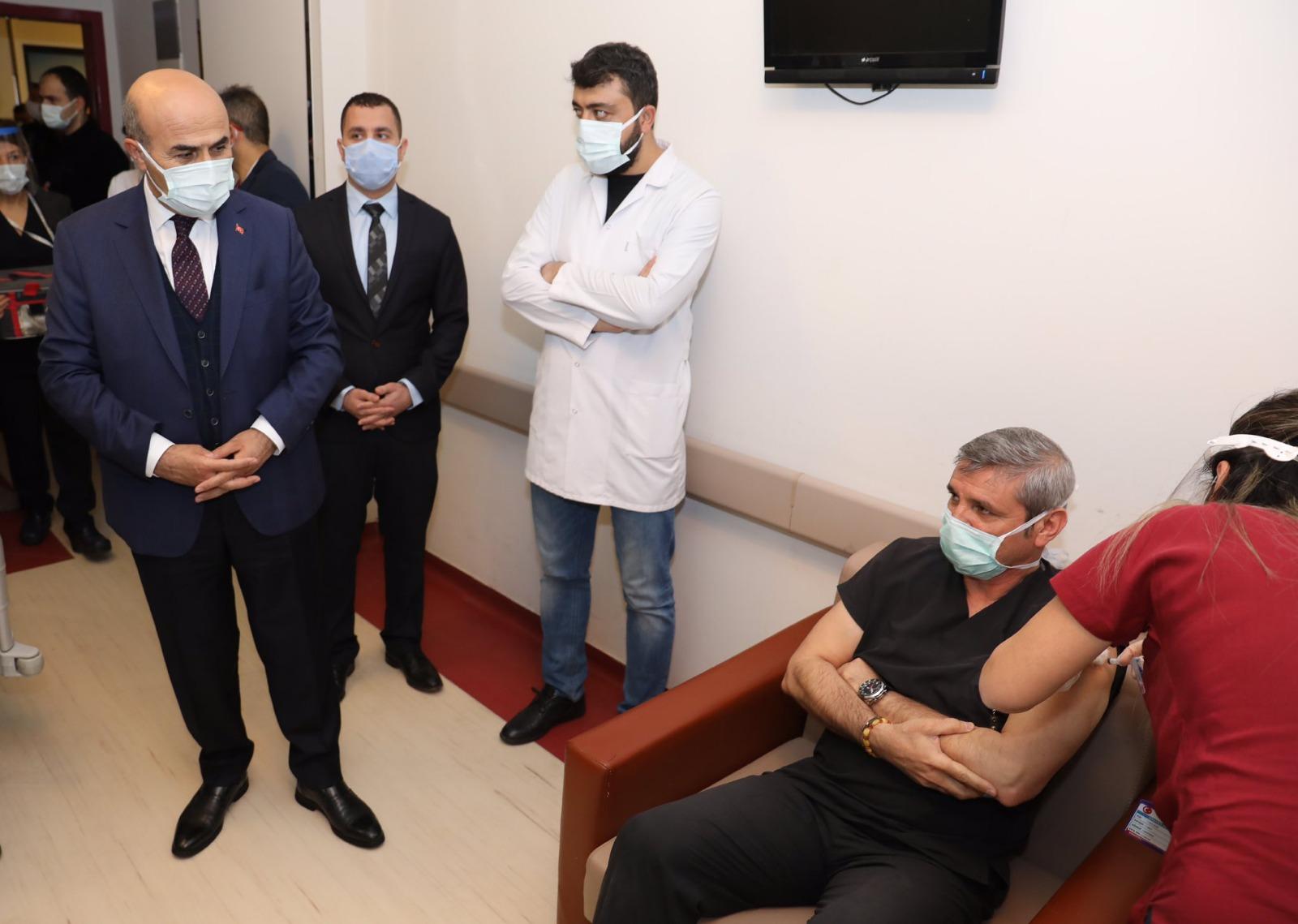 Mardin'de sağlık kahramanlarına korona aşısı yapılmaya başlandı