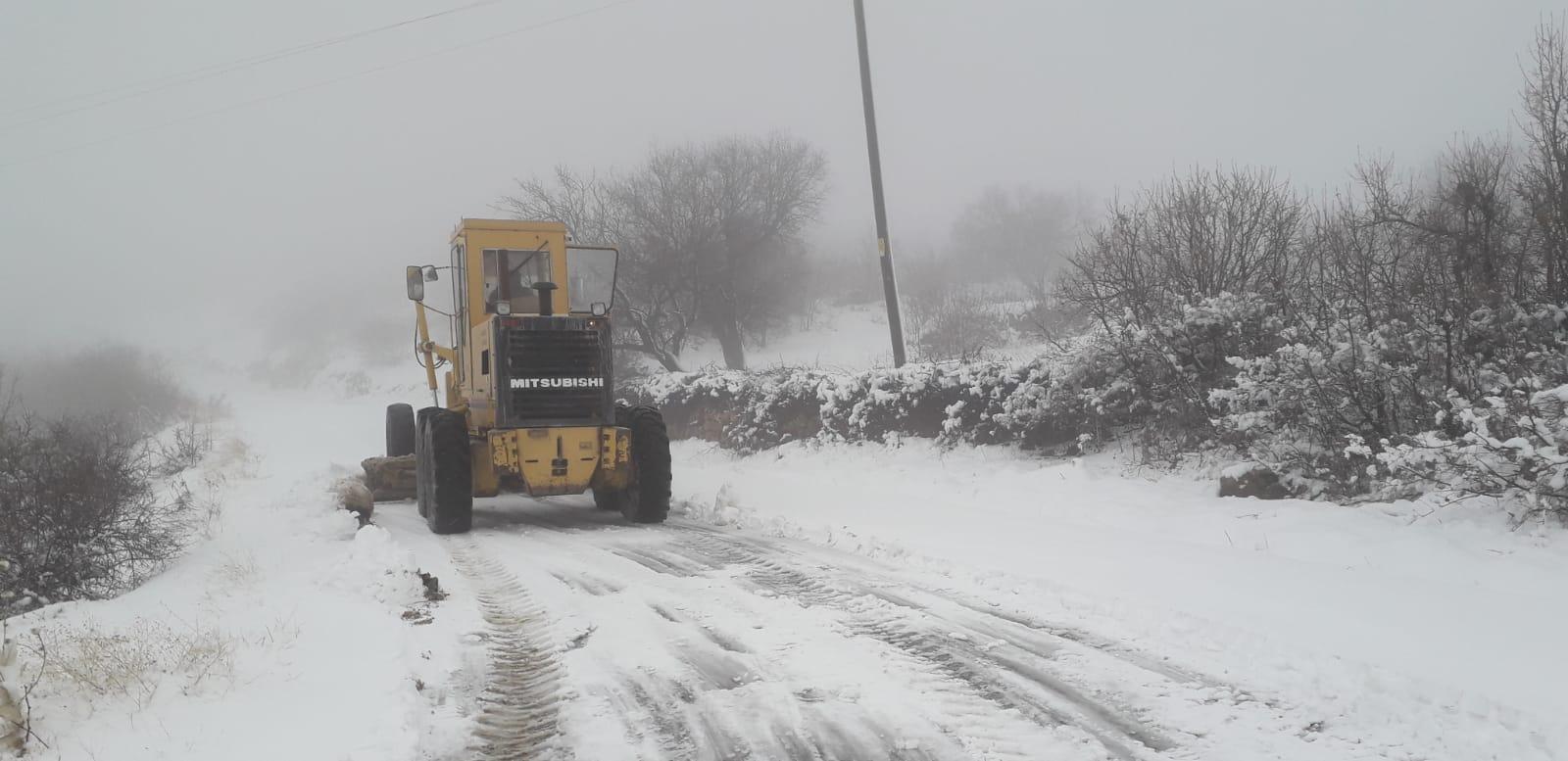 Mardin'de kardan kapanan yollar açılıyor