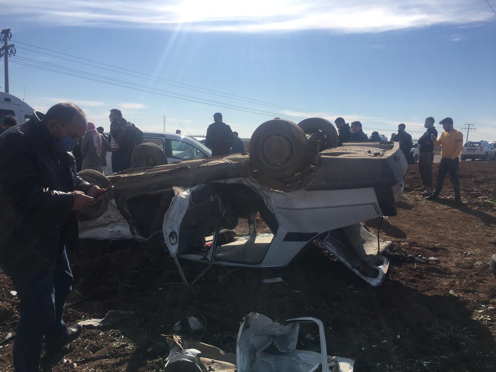 Kızıltepe'de iki araç kafa kafaya çarpıştı:  1'i ağır 3 yaralı