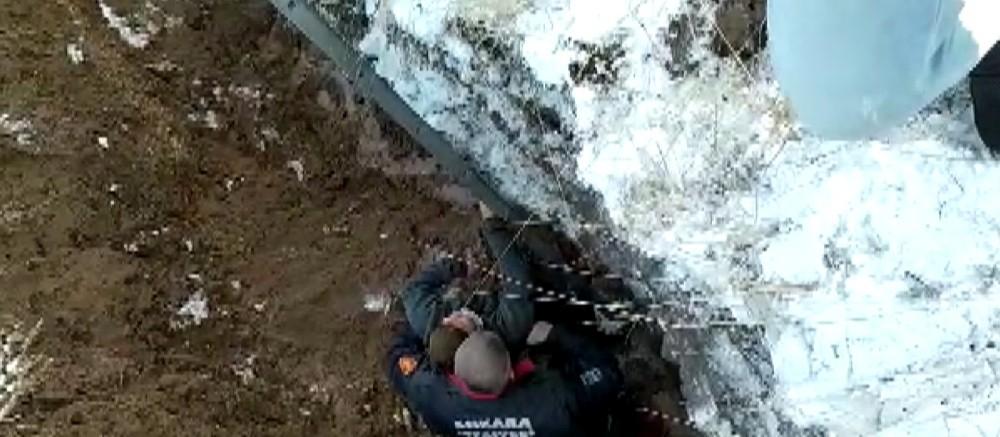 Ankara'da parka giderken 5 metrelik çukura düşen çocuğun bacağı kırıldı