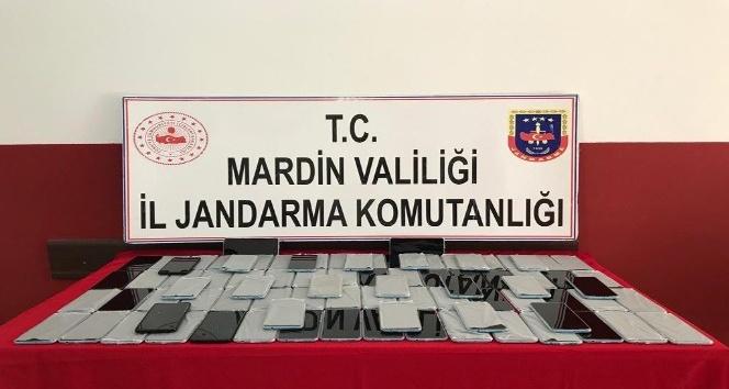 Mardin'de otobüste 300 bin TL değerinde kaçak cep telefonu ele geçirildi