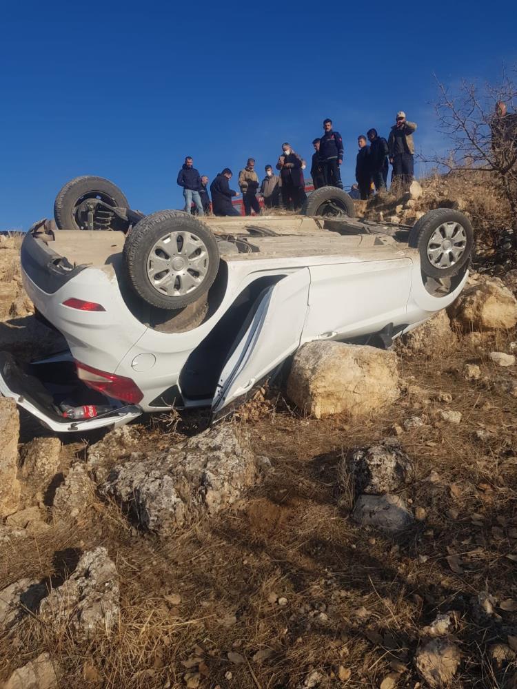 Mardin'de kaya parçası olası faciayı önledi: 4 yaralı