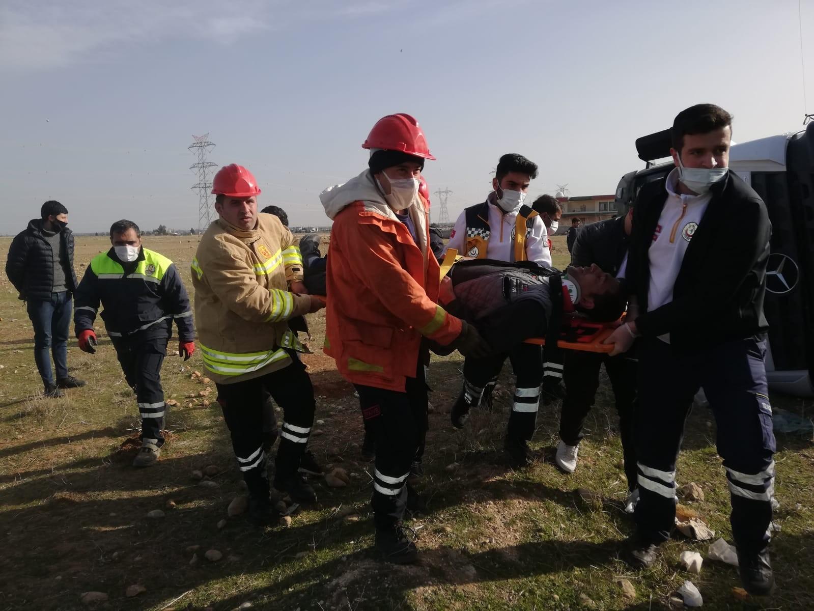 Kızıltepe'de beton mikseri devrildi: 2 yaralı