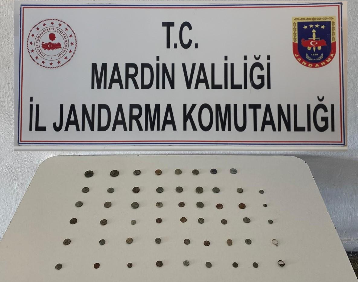 Mardin'de Roma dönemine ait 51 sikke ve iki yüzük ele geçirildi