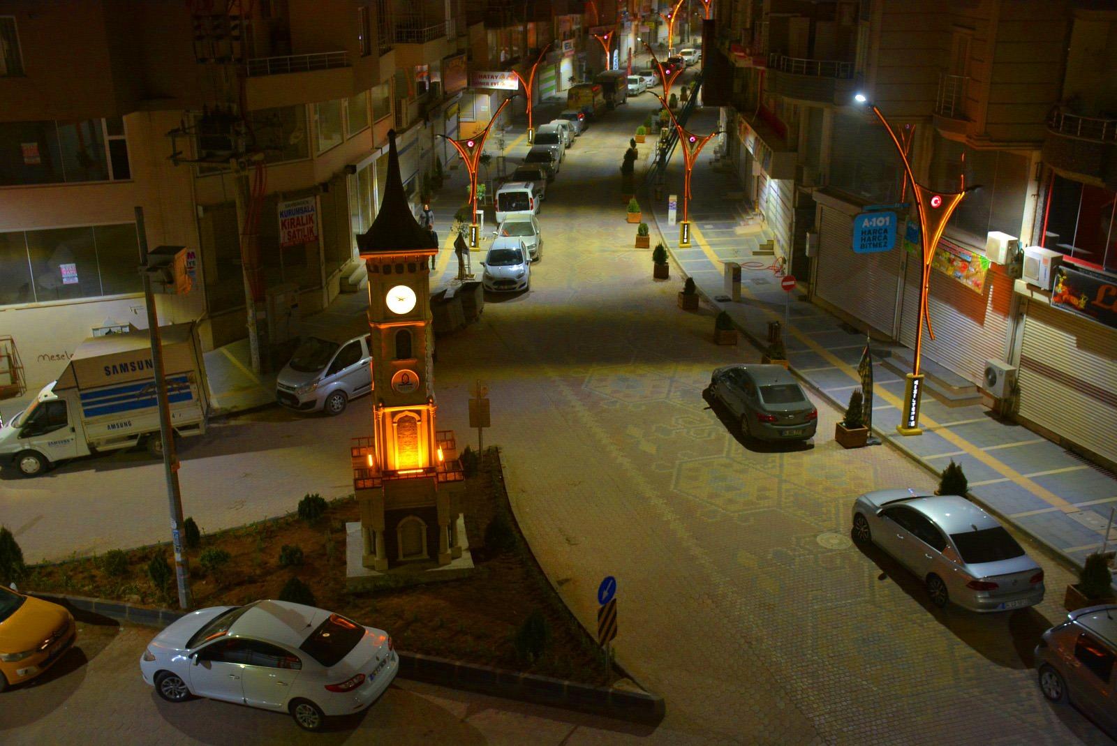Kızıltepe'de halı motifli cadde saat kulesi ile yeni görünümüne kavuştu