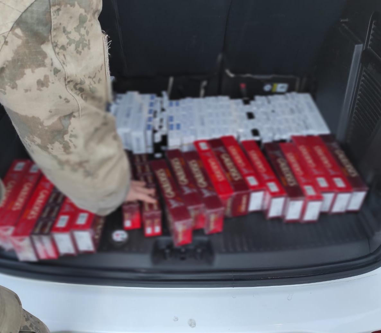Mardin'de şüphe üzerine durdurulan araçta kaçak sigara ele geçirildi